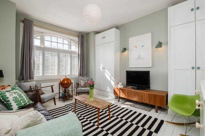 идея необычного декора гостиной комнаты в современном стиле