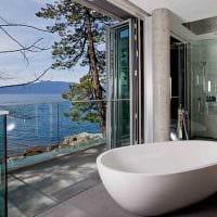 идея яркого интерьера ванной комнаты с окном картинка