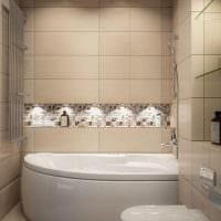 вариант яркого интерьера ванной с угловой ванной фото
