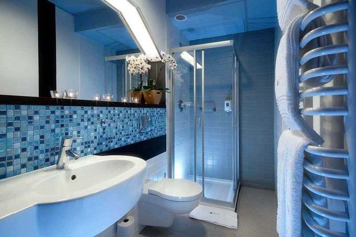 идея необычного интерьера большой ванной