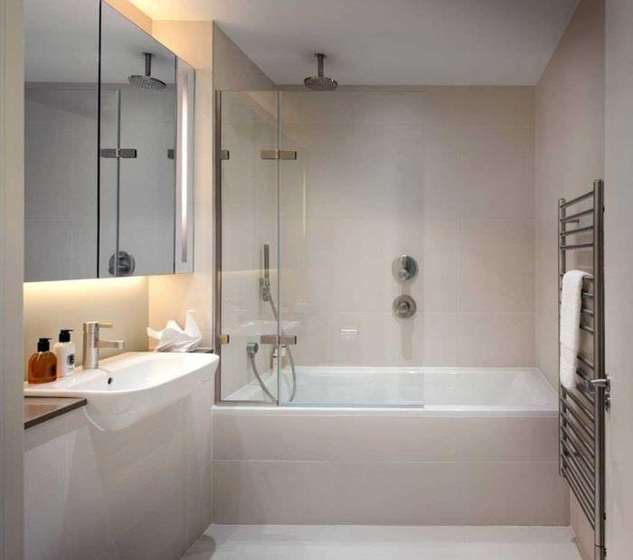 идея яркого интерьера ванной 2017
