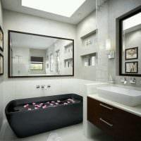 вариант современного интерьера ванной комнаты с окном картинка
