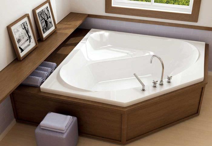 идея современного интерьера ванной комнаты с угловой ванной