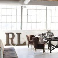 идея применения декоративных букв в интерьере гостиной картинка