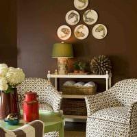 вариант сочетания яркого коричневого цвета в стиле гостиной картинка