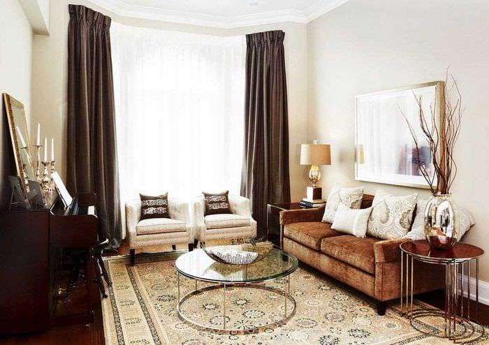 идея сочетания яркого коричневого цвета в дизайне гостиной