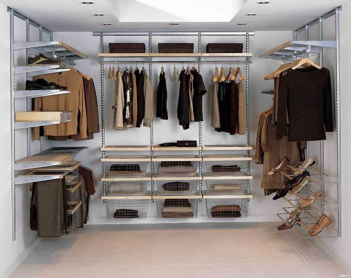 вариант современного стиля гардеробной комнаты