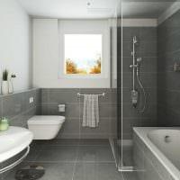 вариант яркого стиля ванной комнаты с окном фото