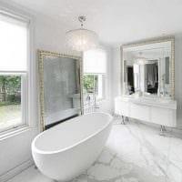 идея необычного дизайна ванной с окном фото