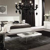 вариант яркого дизайна белой спальни картинка