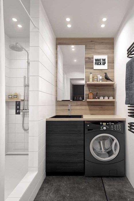 идея яркого интерьера ванной 2.5 кв.м