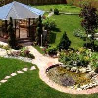 идея современного декорирования двора частного дома фото