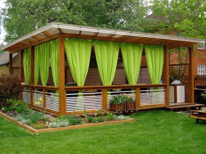 как покрасить постройки во дворе с фото для обустройства