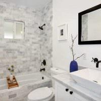 вариант яркого интерьера ванной комнаты в классическом стиле фото