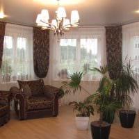 вариант яркого декора гостиной комнаты с эркером картинка