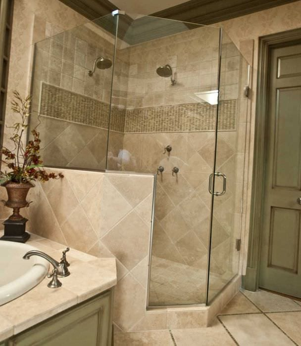 пример яркого дизайна ванной в бежевом цвете