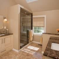 вариант красивого стиля ванной в бежевом цвете фото