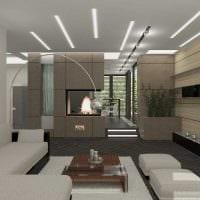 вариант яркого интерьера гостиной комнаты с камином фото