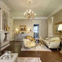 пример светлого дизайна гостиной с камином картинка