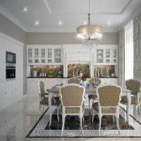 вариант светлого интерьера квартиры в стиле современная классика фото