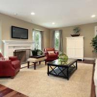 вариант светлого интерьера гостиной в частном доме картинка