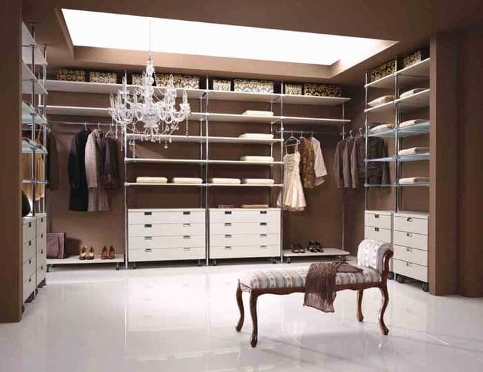 вариант необычного дизайна гардеробной комнаты