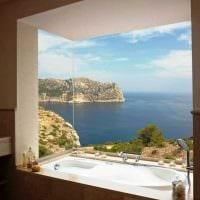вариант красивого дизайна ванной с окном фото