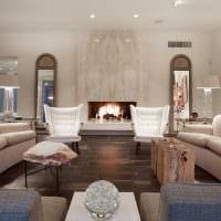 пример необычного интерьера гостиной с камином фото