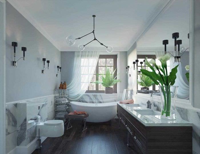 идея современного интерьера ванной с окном