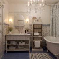 вариант светлого декора ванной комнаты в классическом стиле картинка