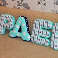 идея применения декоративных букв в стиле спальни фото