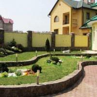 вариант современного украшения двора фото