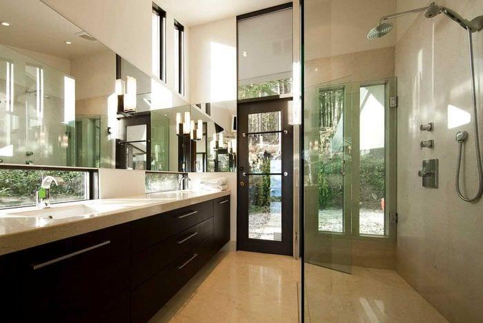 идея современного стиля большой ванной комнаты