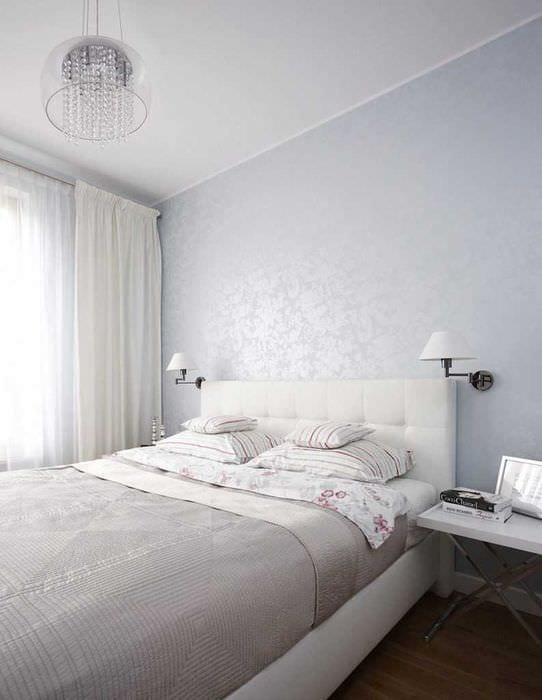 вариант современного интерьера белой спальни
