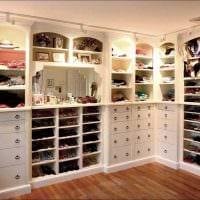 вариант необычного стиля гардеробной комнаты картинка