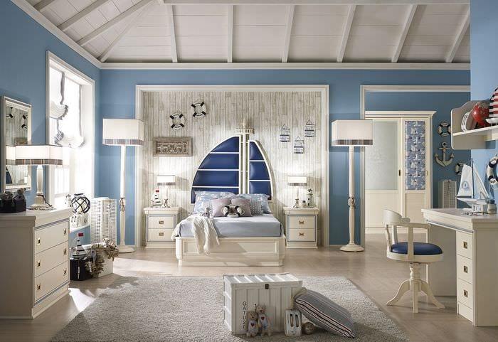 вариант светлого интерьера детской комнаты