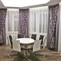 пример яркого дизайна гостиной с эркером картинка