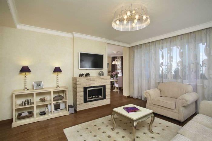 вариант красивого дизайна гостиной комнаты с камином