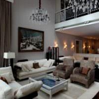 идея необычного интерьера квартиры со вторым светом фото