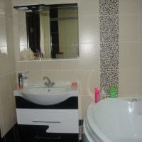 вариант современного стиля ванной комнаты с угловой ванной картинка