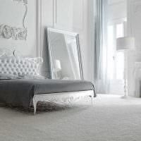 вариант красивого дизайна спальни в белом цвете фото