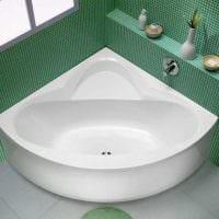 вариант необычного интерьера ванной комнаты с угловой ванной фото
