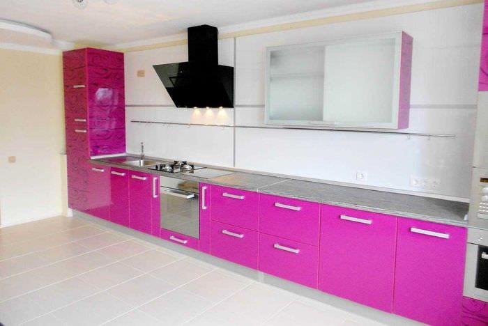 вариант использования розового цвета в светлом интерьере комнате