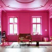 вариант использования розового цвета в светлом декоре комнате картинка