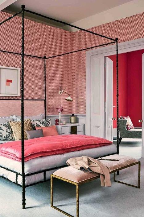 вариант применения розового цвета в ярком декоре квартире
