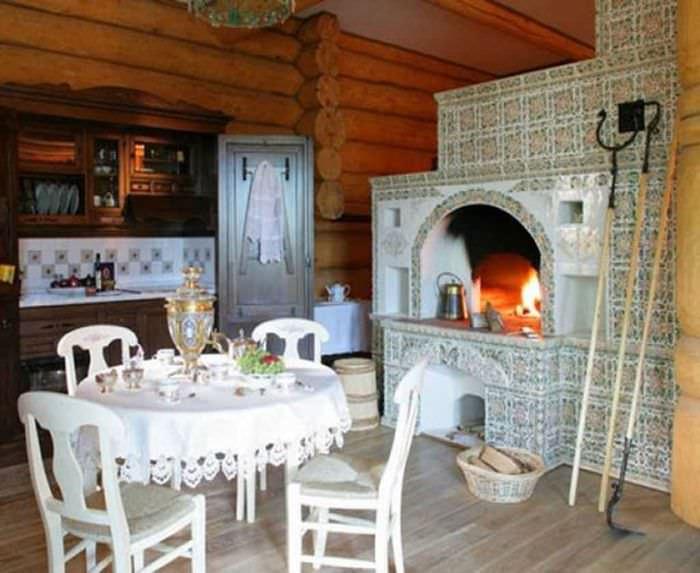 вариант применения русского стиля в светлом интерьере комнате