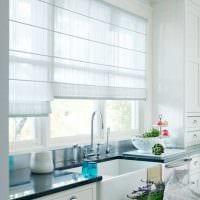 пример применения современных штор в необычном интерьере комнате фото