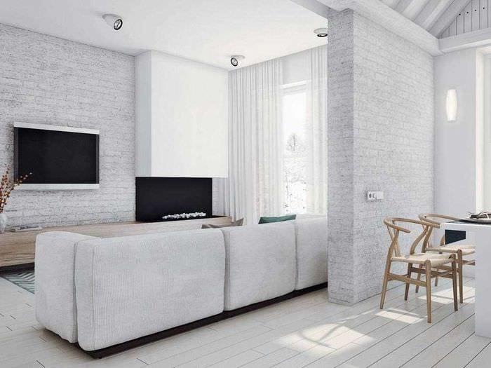 вариант применения светлого ламината в ярком интерьере дома