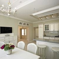 вариант использования светового дизайна в ярком интерьере квартиры фото