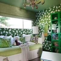идея использования зеленого цвета в ярком декоре комнаты картинка